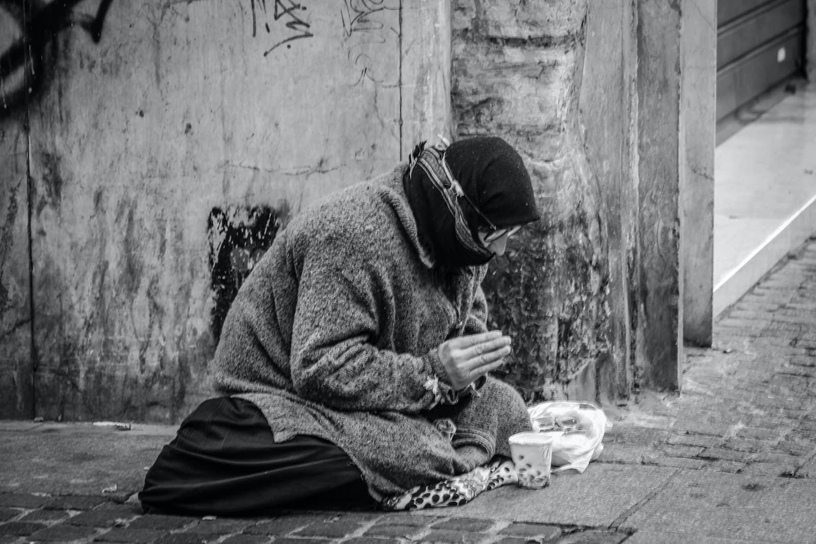Ways to Help People Experiencing Homelessness for Free